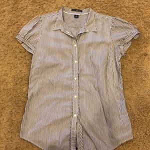 Gap shirt sleeve top size 6